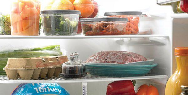 Bọc kín thực phẩm bảo quản trong tủ lạnh