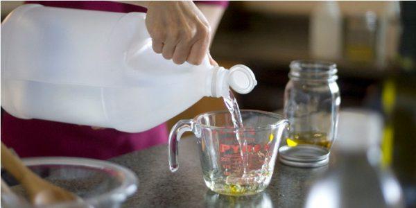 6 mẹo hay giúp khử mùi tủ lạnh hiệu quả dấm ăn