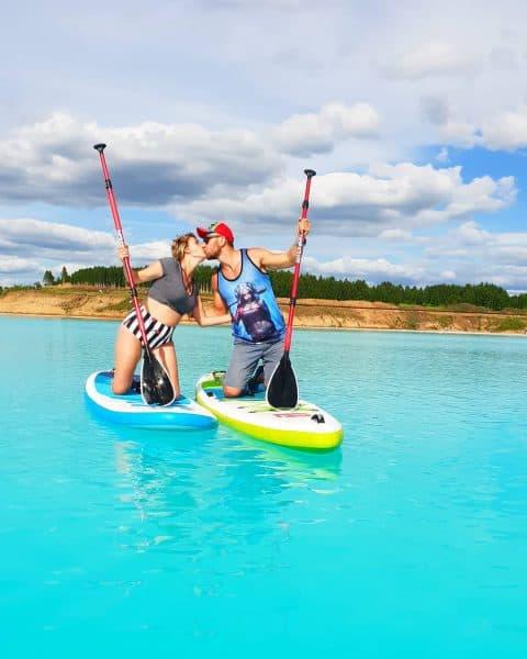"""Giới trẻ đổ xô đi """"sống ảo"""" tại hồ chất thải hóa học độc hại"""