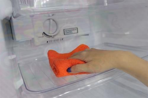 cách xả tuyết tủ lạnh sanaky