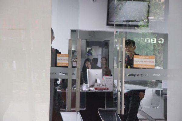 Công an khám xét các cửa hàng của Nhật Cường mobile - 8