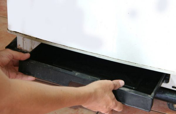 làm gì khi tủ mát sanaky bị chảy nước