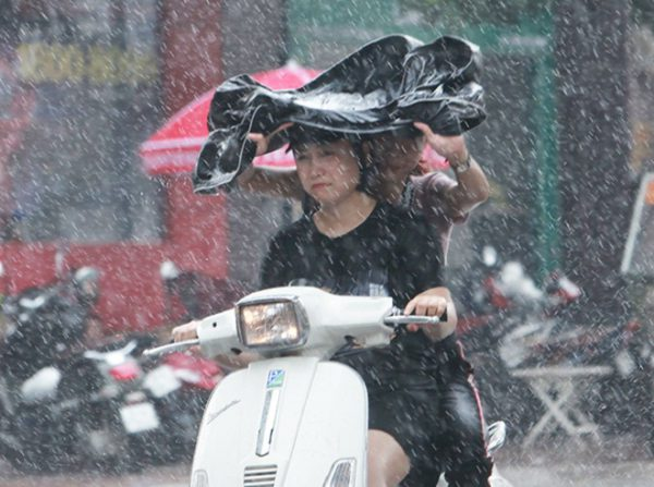 """Miền Bắc sắp đón """"mưa vàng"""" sau chuỗi ngày nắng nóng"""