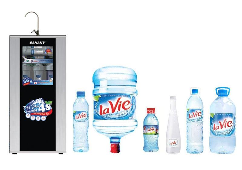 Mua máy lọc nước hay mua nước đóng chai uống sẽ kinh tế hơn?