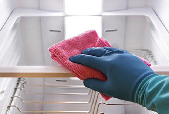vệ sinh tủ lạnh sạch sẽ